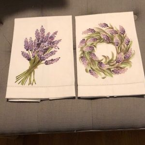 NWOT Pair of Hand-painted Coordinated Guest Towels
